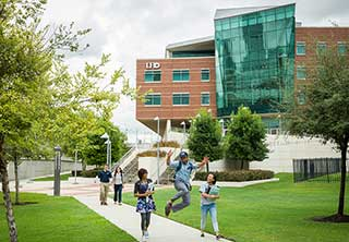 Students walking on UHD campus