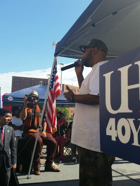 Hip-hop artist Bun B speaks to the audience at the Walk 2 Vote event
