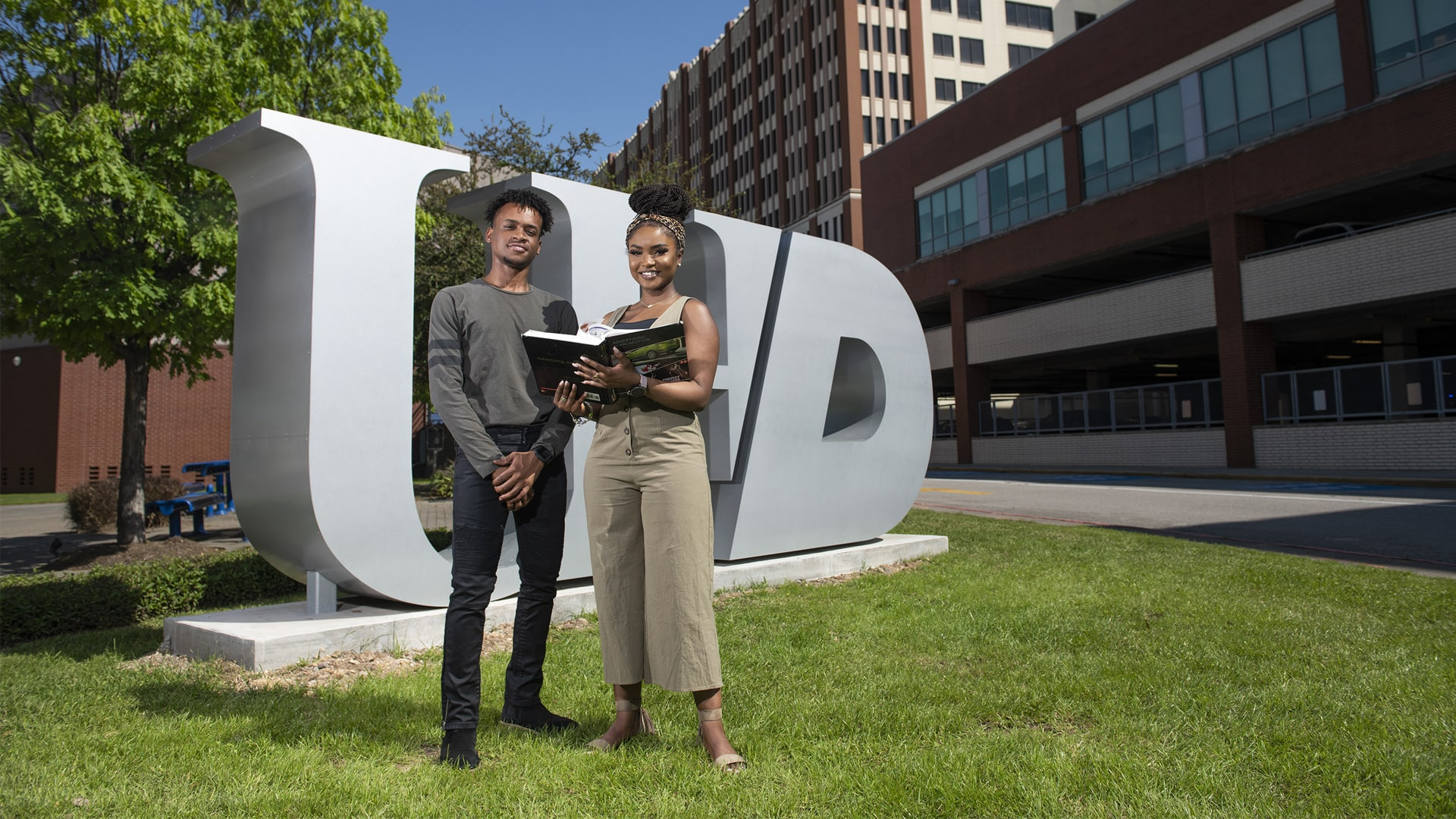 Students in front of thr UHD logo
