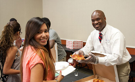 welcome week pizza with professors